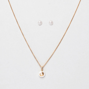 Sasha Arabic Letter Qaaf Pendant Necklace and Pearl Earrings Set